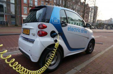 Sú e-autá skutočne čisté? Bloomberg pripomína, že nie všade majú nulové emisie