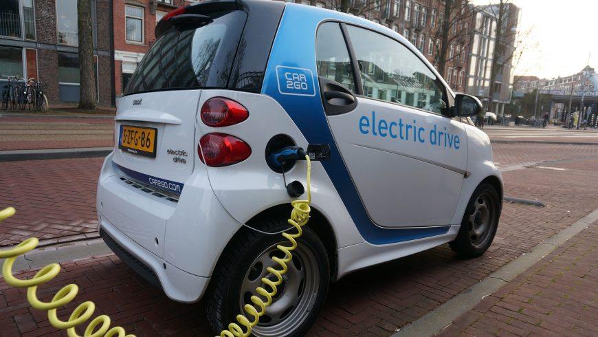 Európske vlády sa nedohodli, ako dosiahnuť nulové emisie, ktoré chce Macron