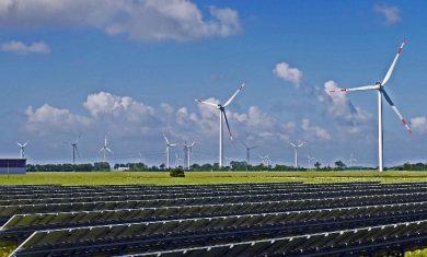 Zelená energia znižuje našu závislosť. No bohatnú z nej aj kontroverzní ľudia