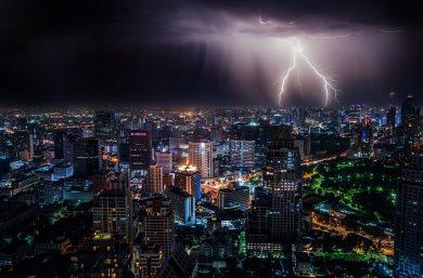 Ceny elektriny zostanú v Európe regulované aj vďaka žltým vestám
