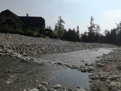V Tatrách je aj mesiac po povodni mimoriadna situácia, chránený Studený potok zmenili stroje na nepoznanie